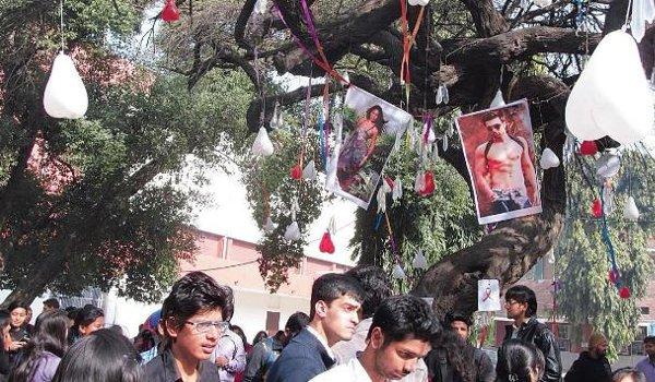 Valentine's Day 2018 tradition: Delhi students worship Jacqueline Fernandez