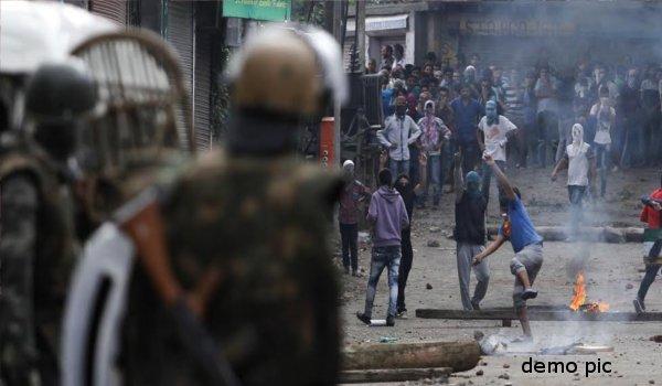 Kashmir Palhallan Encounter over as localists help militants to escape