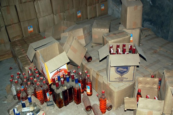 Gujarat illegal liquor recovered by 52 lakhs