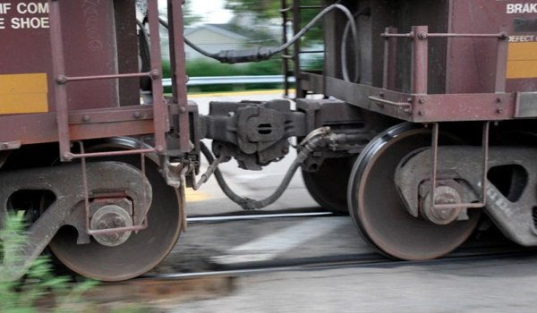 goods train divided in two parts after Coupling breaks