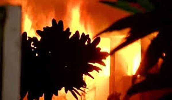 fire broke out in factory due to gas cylinder leak in Surat