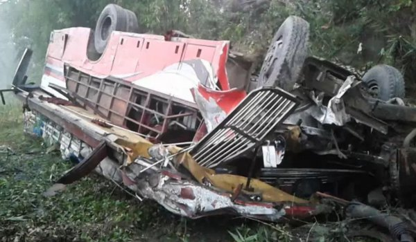 Bangladesh : 8 killed, 23 injured as bus plunges into ditch