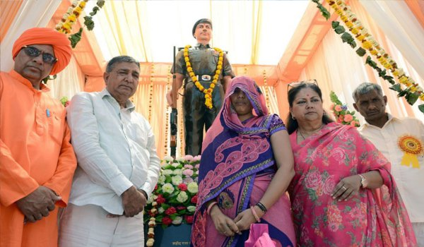 cm raje unveiled martyr statue of sunil kumar yadav