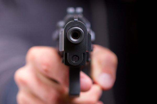 शादी में दहेज कम मिलने पर पति ने पत्नी को गोली मारकर हत्या की
