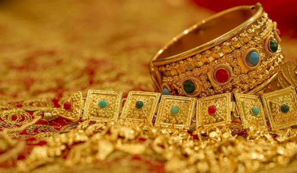 Gold rebounds by Rs 320 per 10 grams, silver prices recovered by Rs 900 per kg