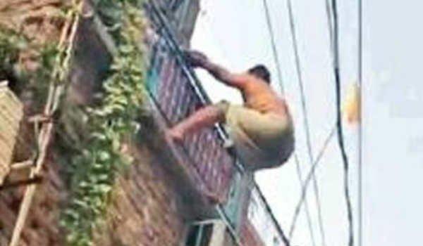 Wanted criminal jumps off second floor, lands naked in Delhi Police custody