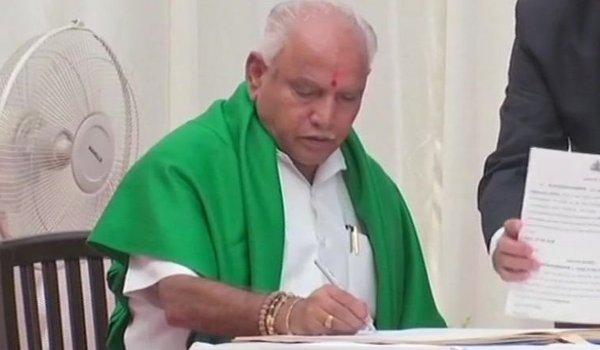 BS Yeddyurappa takes oath as Karnataka CM, gets 15 days to prove majority