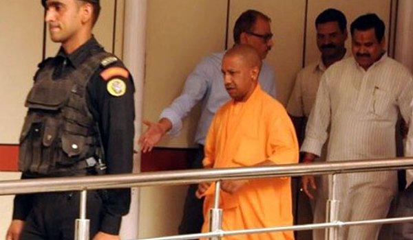 yogi adityanath visits Atal Bihari Vajpayee at AIIMS