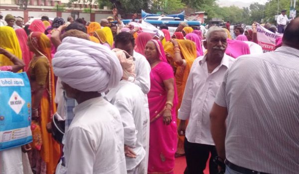 building construction Workers held rally and protest outside Ajmer collectorate