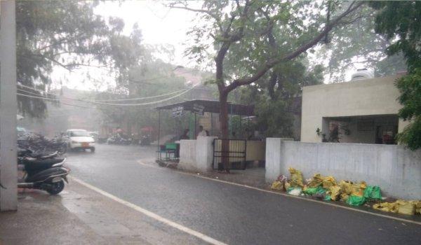 बारिश के कारण अजमेर कलेट्रेट परिसर में पसरा सन्नाटा