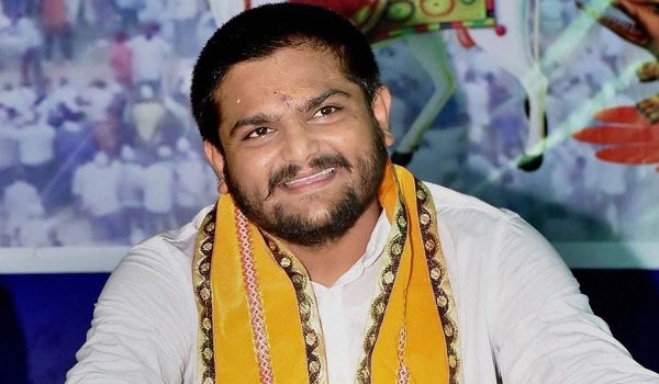 Hardik Patel will not allow protest on Patidar Reservation Now Fasting at home