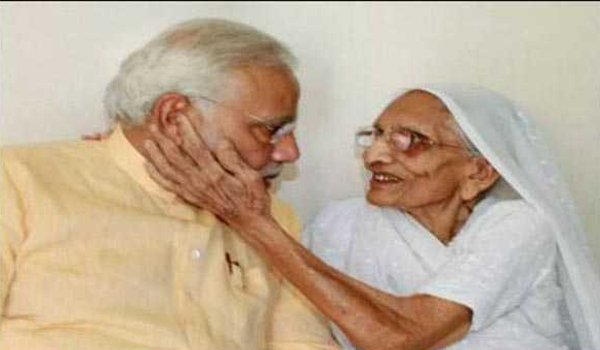 PM Modi meets mother in gandhinagar