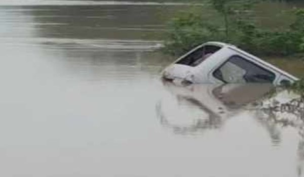 car plunges into Bhind river, Four of a Jhansi family drowned