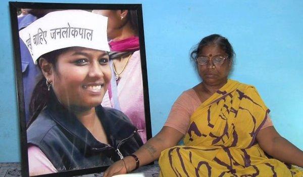 SC commission orders CBI probe in  Santosh Koli's death, mother says Kejriwal responsible