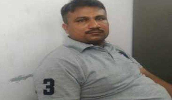 vadodara : Crime branch PSI shoots himself in Alkapuri Chowky