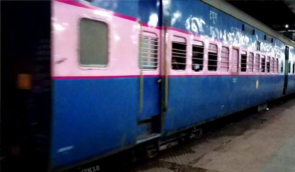 Dacoits barge into Ganga-Kaveri express, rob passengers in UP's Chitrakoot