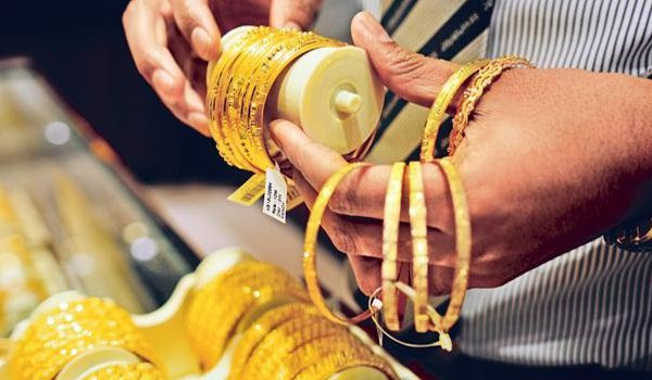 Gold prices falls by Rs 280, silver rates slump