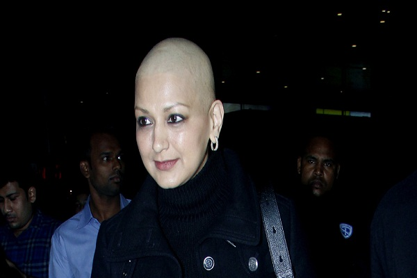 Sonali Bendre returns to Mumbai after winning the battle with cancer