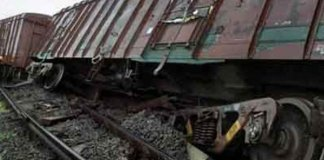 two Wagon of goods train derailed in Farrukhabad, guard injured