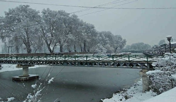 Kashmir Valley covered in white sheet of snow