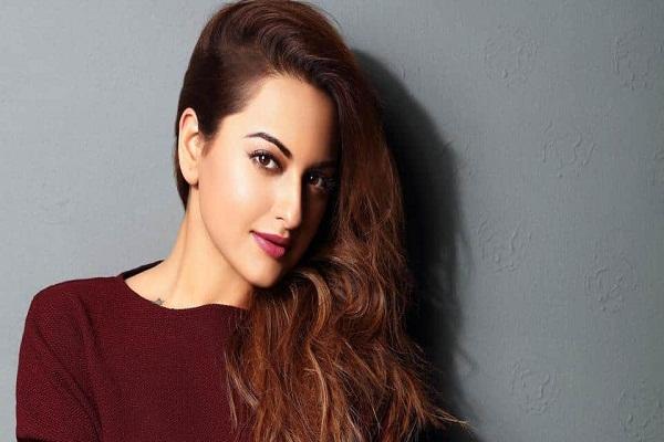 Sonakshi Sinha Releases Dassing Queen Helen's Superhit Song Munga