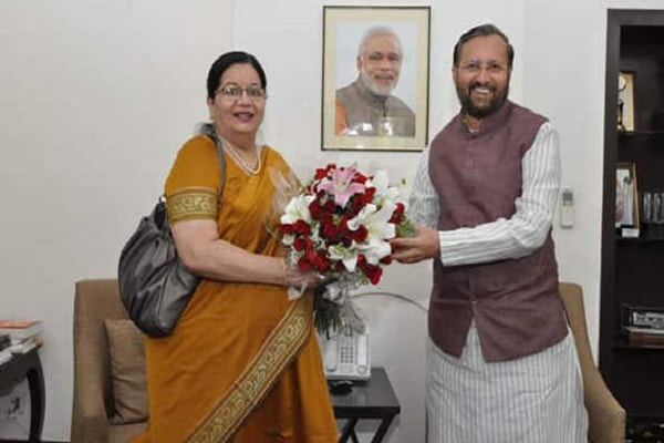 Najma Akhtar asks Prakash Javadekar to fill vacancies