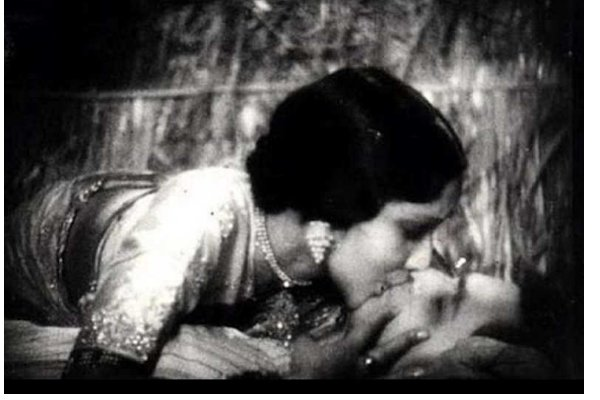 bollywood-first-kiss