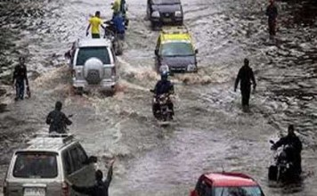 flood situation in vadodara with heavy rainfall more than 1000 people were taken to safer places