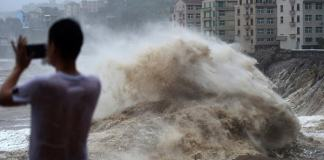 200 flights canceled in hurricane tapah in Japan, 33,000 homes cut off