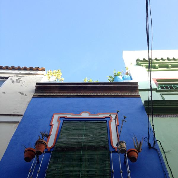 Sevilla, blaue Hausfassade