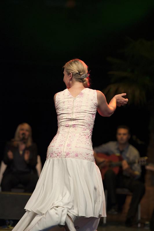 Sabine Maria Leitner Auftritt mit Musikern