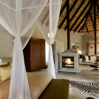 Chitwa Chitwa Game Lodge Fireplace Accommodation