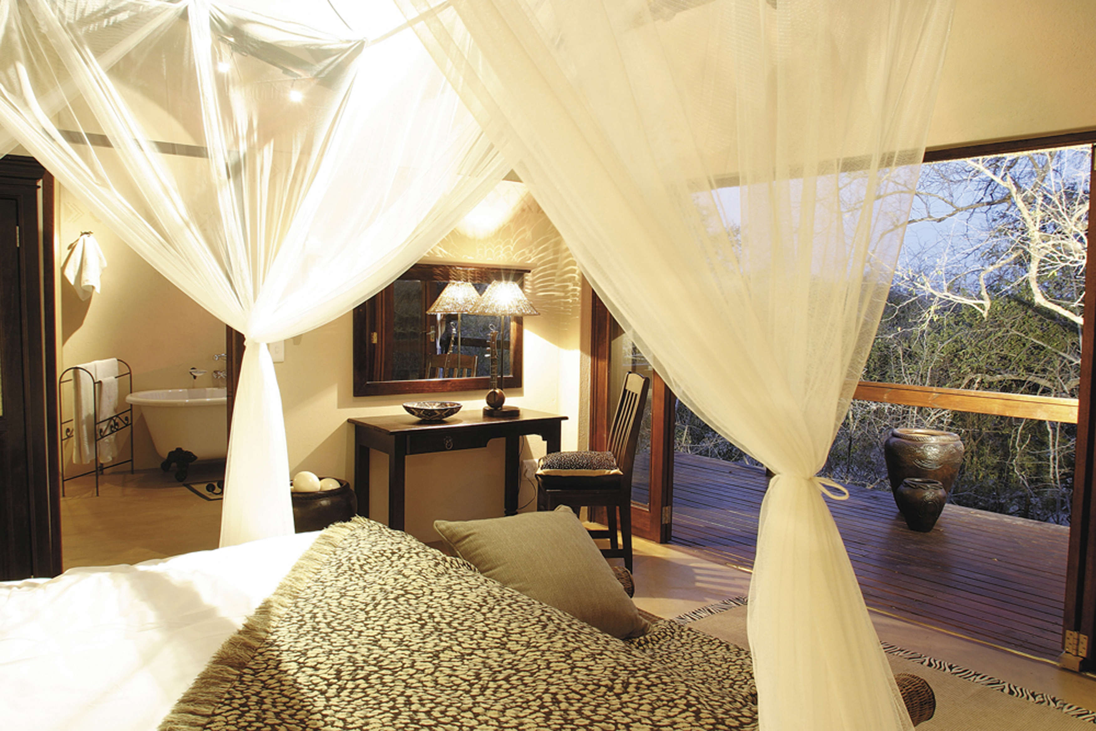 Elephant Plains Game Lodge Luxury Suite Bed