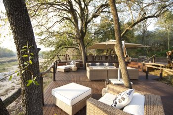 Dulini Lodge Deck lounge