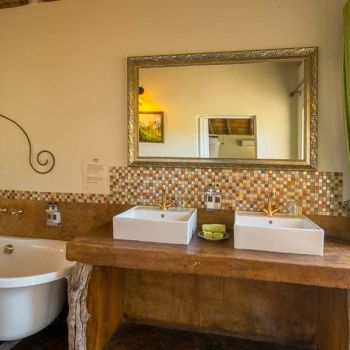 Umkumbe Safari Lodge Giraffe En Suite
