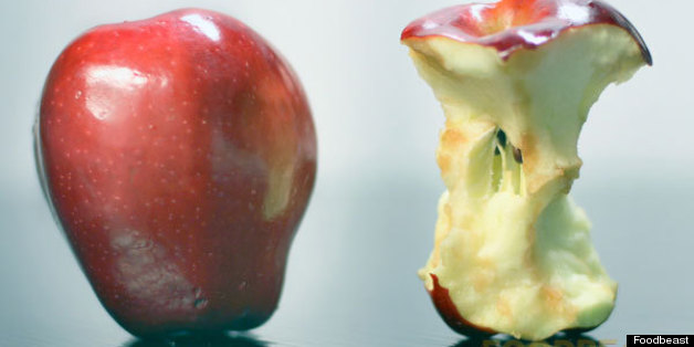 this-part-of-the-apple-contains-dangerous-poison-it-may-be-your-death-know-about-it (1)
