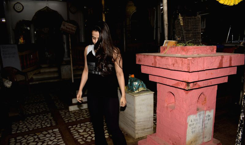 This actress, first seen with Hrithik Roshan, did not find any identity in the temple.
