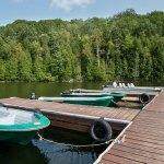 Quai de l'hôtel Sacacomie sur le lac Sacacomie. Il vous donne accès à plusieurs activités nautiques disponibles à l'hôtel à St-Alexis-des-monts.