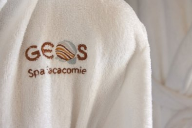 Peignoir avec logo du GEOS SPA Hôtel Sacacomie