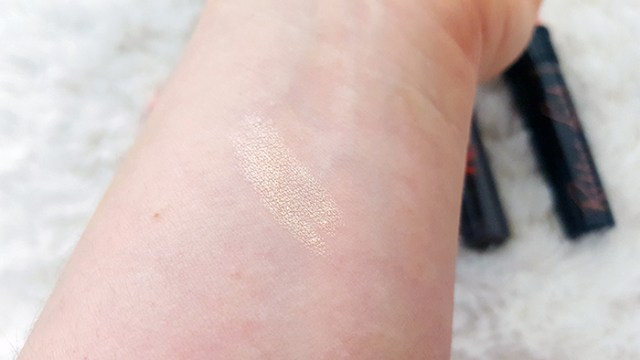Benefit Cosmetics Watts Up highlighter swatch_s
