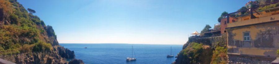 12 hours in Cinque Terre_view from the Riomaggiore trainstation