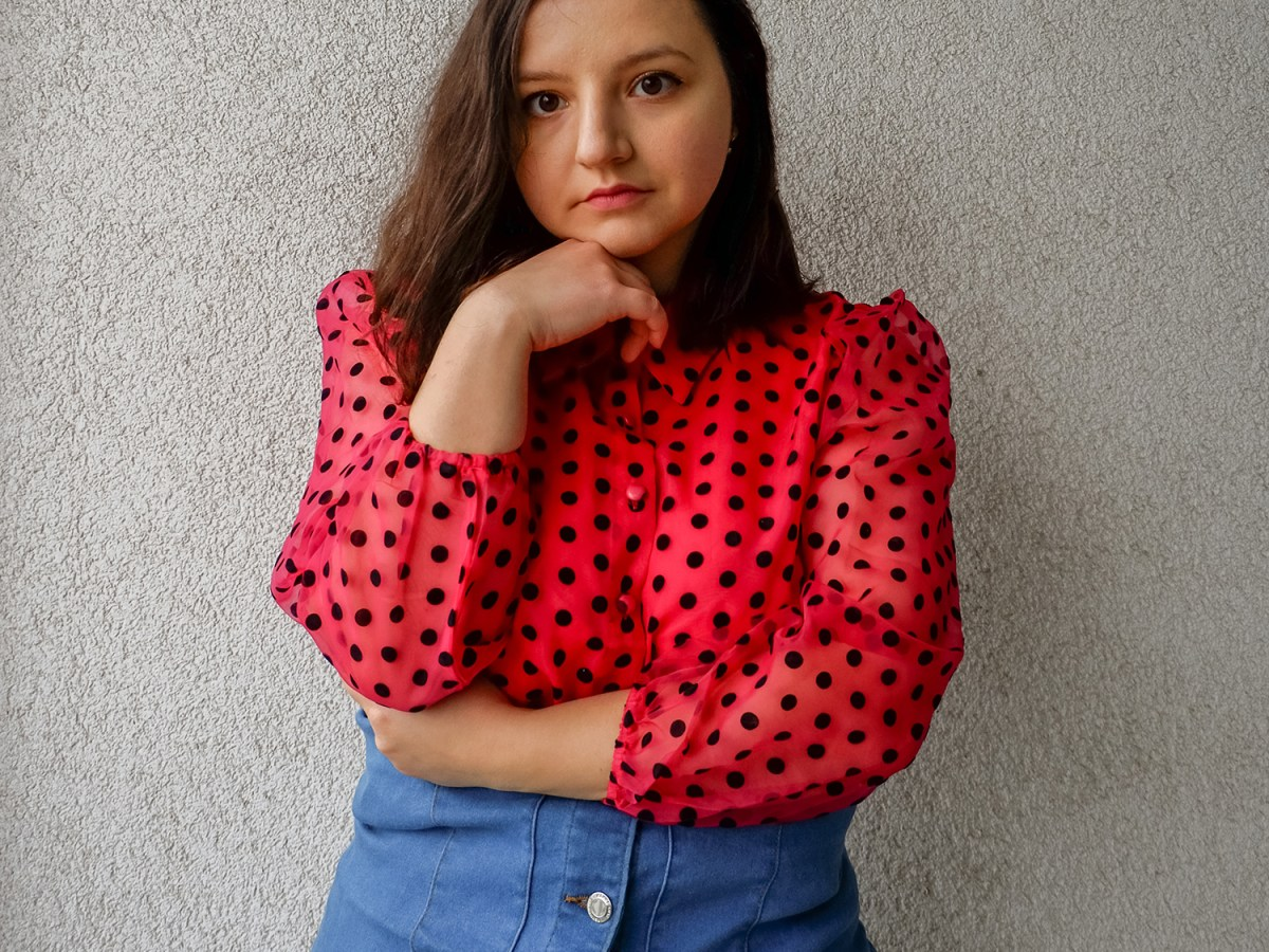 Feminine outfits for spring: lace and polka dots