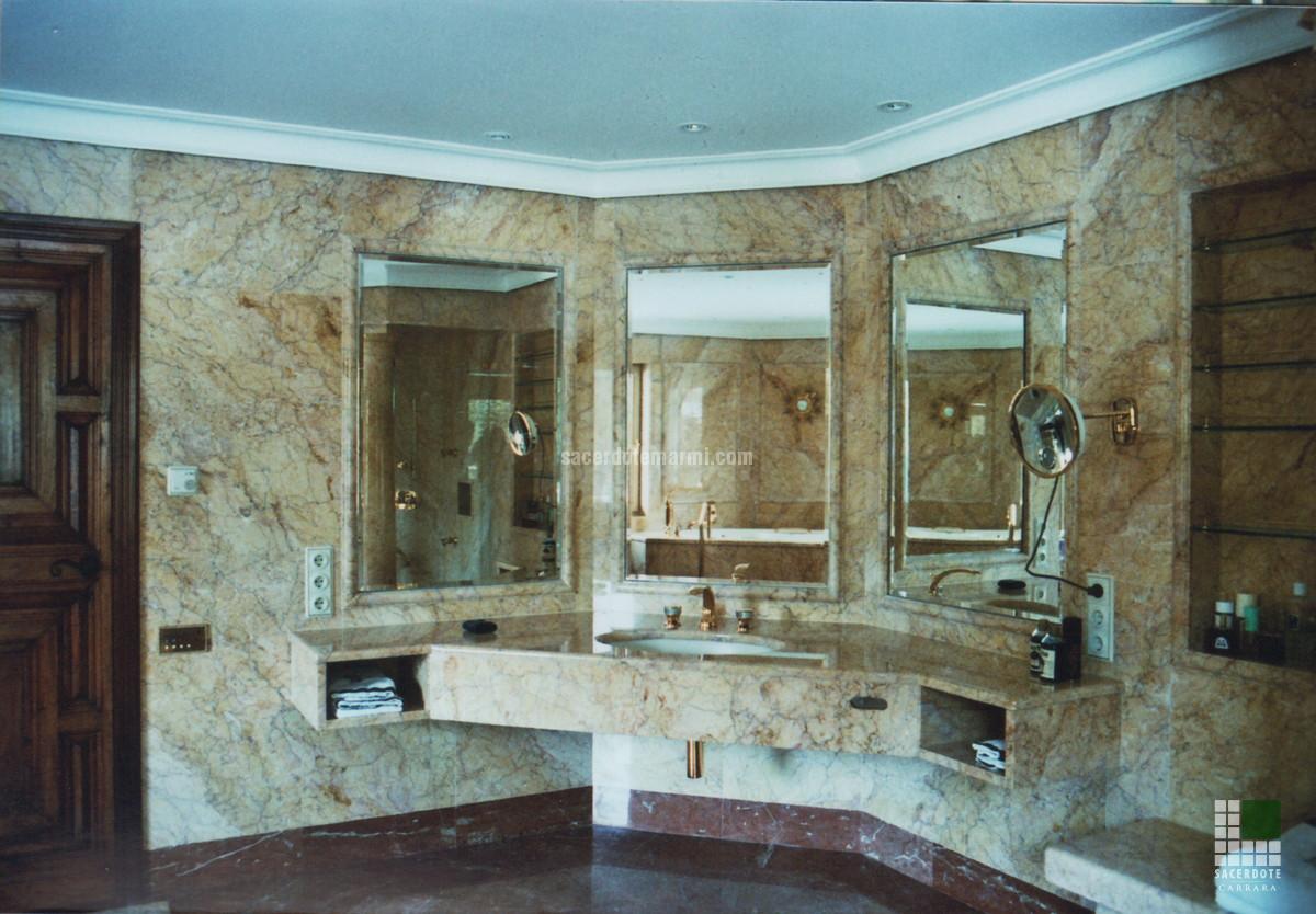 Pavimentazione e bagni Villa Garmisch Partenkirchen  SACERDOTE MARMI  Carrara  Lavorazione marmo