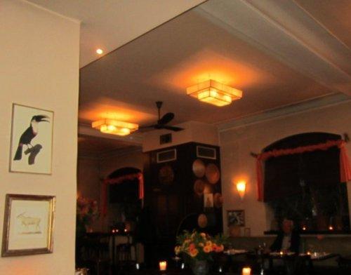 Gemütliche Beleuchtung - Blick in Richtung Bar