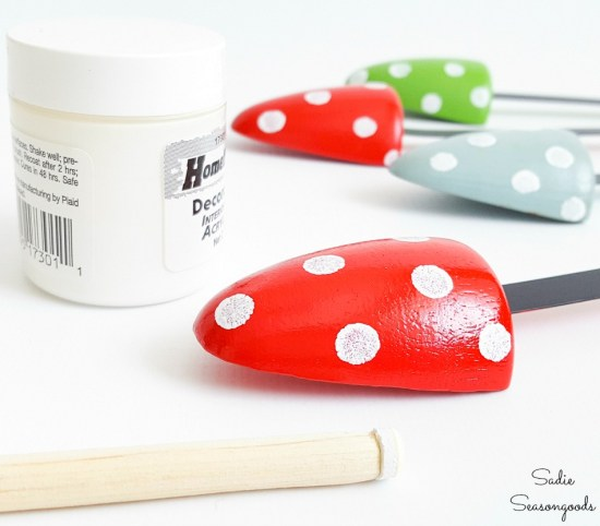 Painting vintage shoe trees to look like a toadstool mushroom