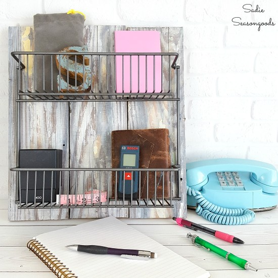 Upcycling a wire kitchen rack and barn wood into wire storage baskets and industrial farmhouse decor