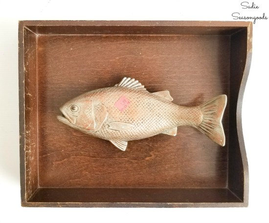 Lake house decorating ideas by making the fish wall art