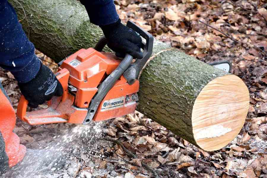 Kettensäge zum Holz sägen