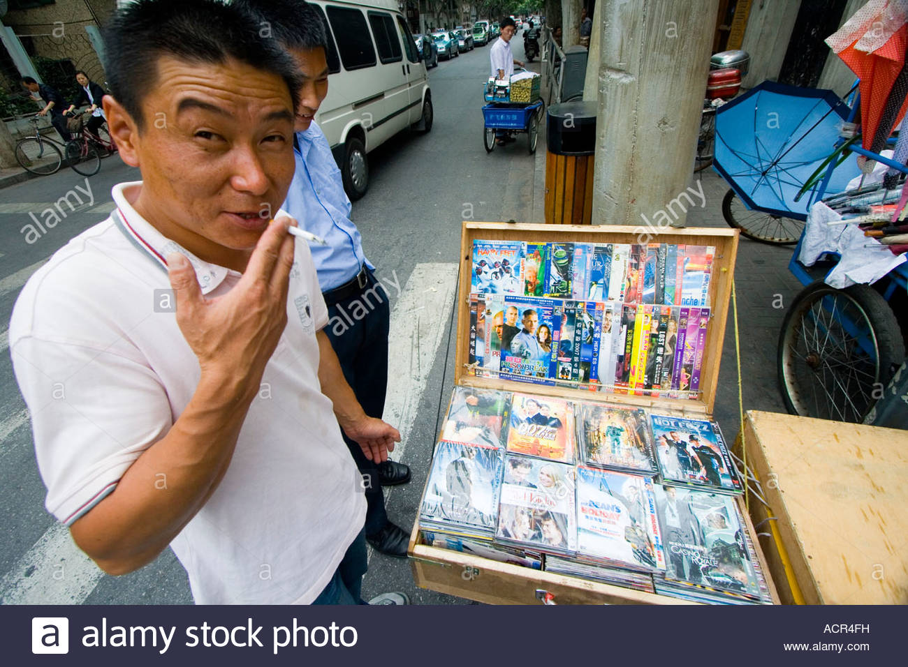 chinese-man-selling-fake-counterfeit-dvds-on-the-street-shanghai-china-ACR4FH