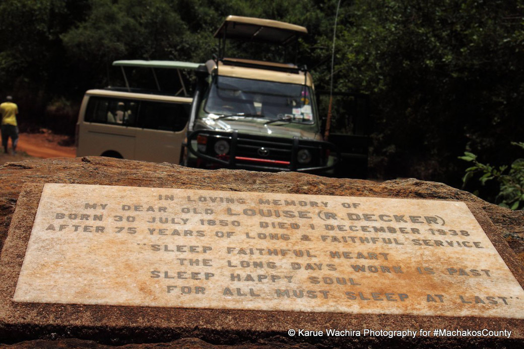 MacMillan Castle_gravesite